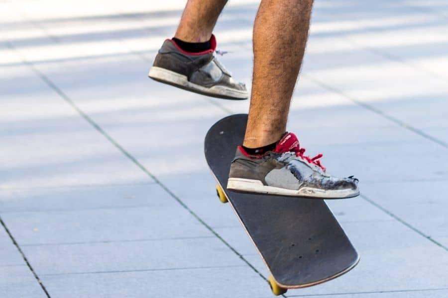 Ollie tricks skateboarding
